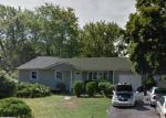 Foreclosed Home en DEKALB AVE, Brentwood, NY - 11717
