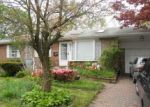Foreclosed Home en NEWMAN ST, Brentwood, NY - 11717