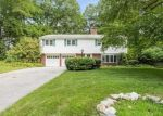 Foreclosed Home en ROBIN HOOD RD, Stamford, CT - 06907