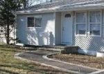 Foreclosed Home en E WALNUT ST, Central Islip, NY - 11722
