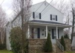 Foreclosed Home en EARLE AVE, Oakville, CT - 06779