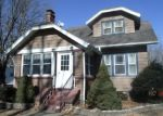 Foreclosed Home in S 6TH AVE W, Newton, IA - 50208