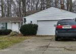 Foreclosed Home en GREENBRIAR DR, Olmsted Falls, OH - 44138