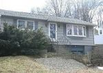 Foreclosed Home en POWER HOUSE RD, Uncasville, CT - 06382