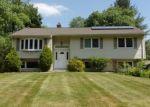 Foreclosed Home en LAUREL LN, Simsbury, CT - 06070
