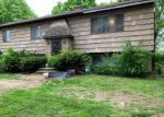 Foreclosed Home en E VILLAGE RD, Shelton, CT - 06484
