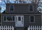 Foreclosed Home en E CHERRY ST, Central Islip, NY - 11722
