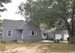 Foreclosed Home en CLEVELAND ST, Islip Terrace, NY - 11752