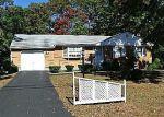 Foreclosed Home en E WALNUT ST, Islip, NY - 11751