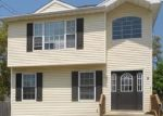 Foreclosed Home en ELM ST, Islip, NY - 11751