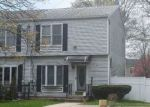 Foreclosed Home en E 3RD AVE, Bay Shore, NY - 11706