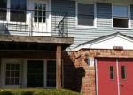 Foreclosed Home en HEMLOCK DR, Bay Shore, NY - 11706