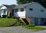 Foreclosed Home en FOWLER DR, Uncasville, CT - 06382