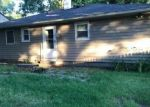 Foreclosed Home en MORICHES AVE, Mastic, NY - 11950