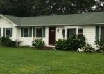 Foreclosed Home en APPLEGATE DR, Mastic, NY - 11950