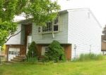 Foreclosed Home en HITCHCOCK DR, Meriden, CT - 06450