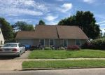 Foreclosed Home en JONQUIL LN, Levittown, PA - 19055