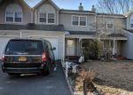 Foreclosed Home en CHERRY ST, Central Islip, NY - 11722