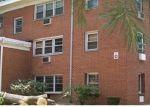 Foreclosed Home en PINE ROCK AVE, Hamden, CT - 06514