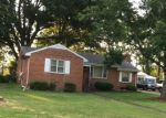 Foreclosed Home en N DAISY AVE, Highland Springs, VA - 23075