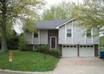 Foreclosed Home en ACORN PL, Warrensburg, MO - 64093