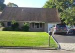 Foreclosed Home en GOLDEN GATE DR, Shirley, NY - 11967