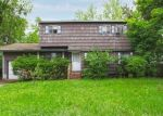 Foreclosed Home en RUTLEDGE ST, Brentwood, NY - 11717