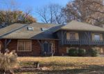 Foreclosed Home en S DOVER AVE, Independence, MO - 64055