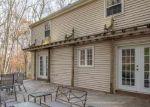 Foreclosed Home en BURNT SWAMP RD, Woodbridge, CT - 06525