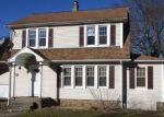 Foreclosed Home en STEUBEN ST, Meriden, CT - 06451