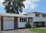 Foreclosed Home en W 24TH ST, Deer Park, NY - 11729