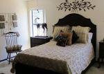 Foreclosed Home en W LACEY OAK PKWY, Kerrville, TX - 78028