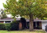Foreclosed Home en MOCKINGBIRD ST, Baytown, TX - 77520