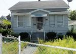 Foreclosed Home en COLUMBA ST, Chicopee, MA - 01020