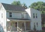 Foreclosed Home en E 5TH ST, Huntington Station, NY - 11746