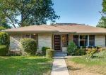 Foreclosed Home en LOCKMOOR LN, Dallas, TX - 75220
