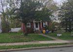 Foreclosed Home en LIVINGSTON PL, Teaneck, NJ - 07666