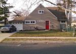 Foreclosed Home en RED CEDAR DR, Levittown, PA - 19055