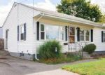 Foreclosed Home en ROSEDALE TER, Middletown, RI - 02842