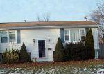 Foreclosed Home en ZENITH DR, Cranston, RI - 02920