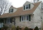 Foreclosed Home en CORNELIUS AVE, Wantagh, NY - 11793