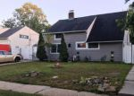 Foreclosed Home en WILLOWOOD DR, Wantagh, NY - 11793