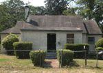 Foreclosed Home en LAKE FOREST BLVD, Jacksonville, FL - 32208