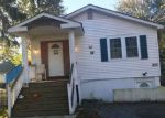 Foreclosed Home en E LAKEWOOD ST, Patchogue, NY - 11772