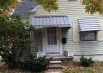 Foreclosed Home en KENOSHA ST, Harper Woods, MI - 48225
