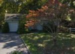 Foreclosed Home en UDALL RD, Bay Shore, NY - 11706
