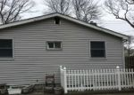 Foreclosed Home en MOONEY POND RD, Selden, NY - 11784