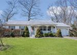 Foreclosed Home en 2ND ST, Moriches, NY - 11955