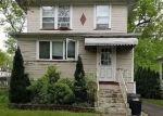 Foreclosed Home en W 3RD AVE, Roselle, NJ - 07203
