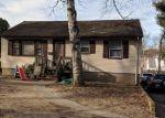 Foreclosed Home en CHERRY LN, Bethel, CT - 06801